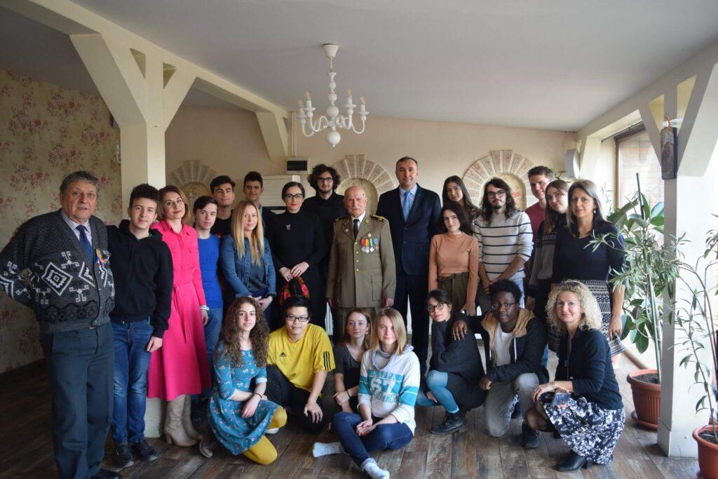 Foto tinerii și dl. Durnescu